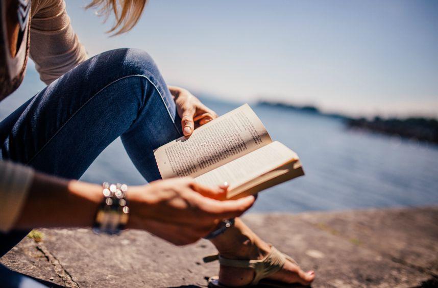 pourquoi devriez vous lire plus souvent de bons livres elle croit. Black Bedroom Furniture Sets. Home Design Ideas