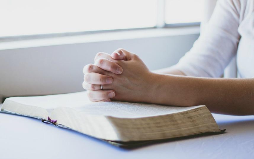 Prier avec la Bible ellecroit.com