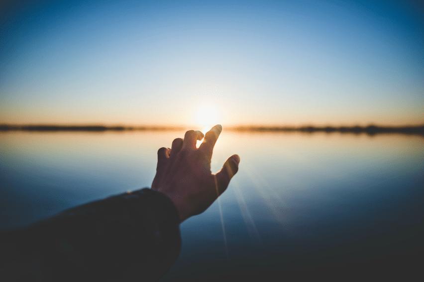 Jésus porte main deuil ellecroit.com
