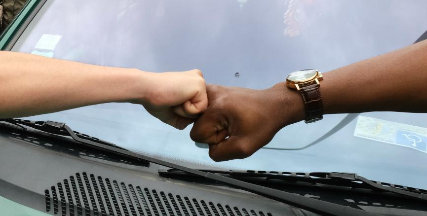 lutte anti racisme avec blanc et noir entraide ellecroit.com